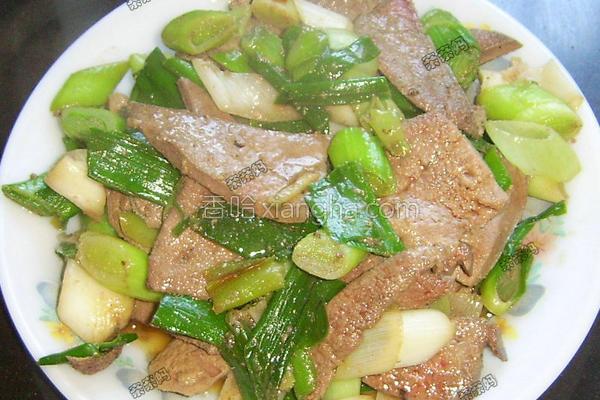 大蒜叶炒猪肝的做法