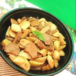 猪肉烧芋头的做法[图]