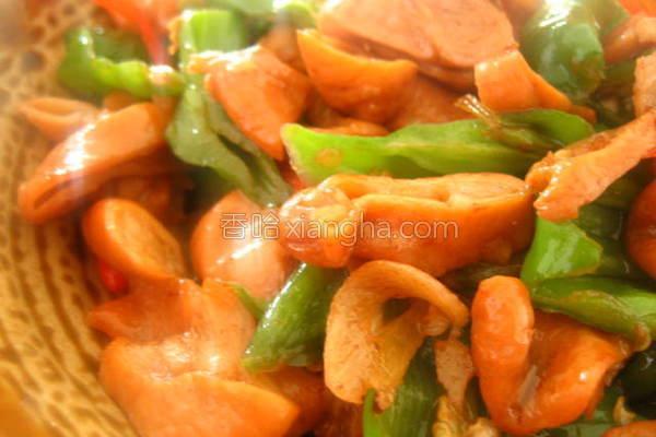 青椒炒卤味的做法