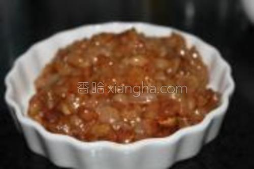 肉用淀粉蚝油腌制20分钟左右。