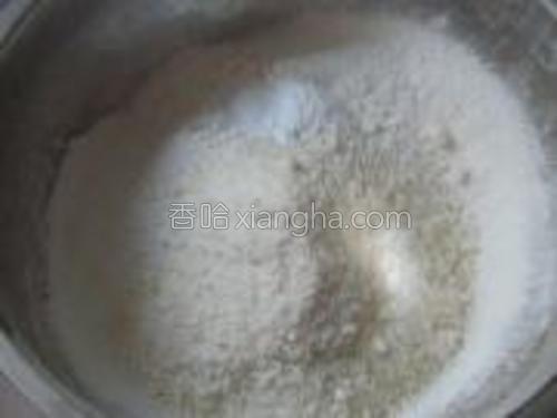 混合高粉、椰蓉、泡打粉。
