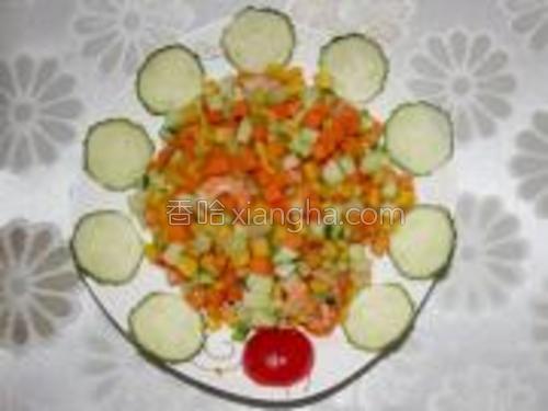 最后:稍加装饰,一盘漂亮好吃的五彩虾丁就上桌,是不是很简单?~