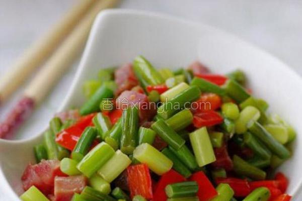 蒜苔炒腊丁的做法