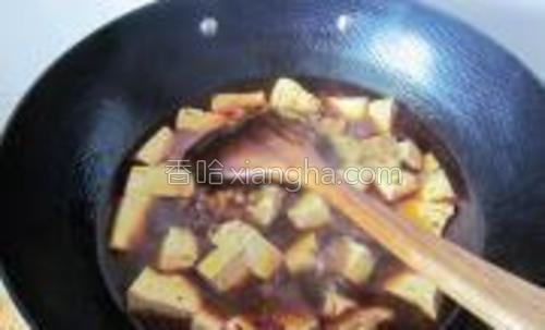 最后下入豆腐翻炒均匀。