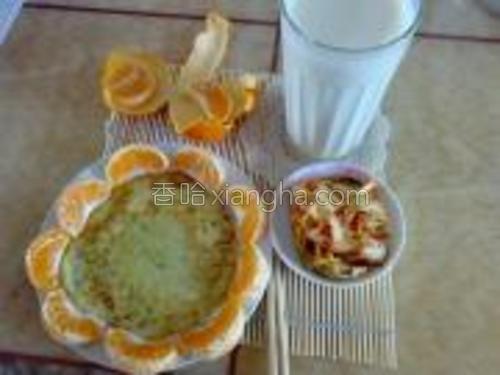 搭配现磨的豆浆和一碟蔬菜,再加个水果,就是一顿丰富的早晨了。