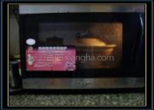 用大瓷碗盛装、用盖盖着放入微波炉高火丁12分钟,每5分钟翻一翻。
