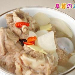 白萝卜煲猪骨汤的做法[图]