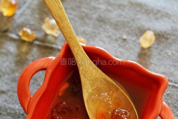 枸杞雪梨炖桃胶的做法