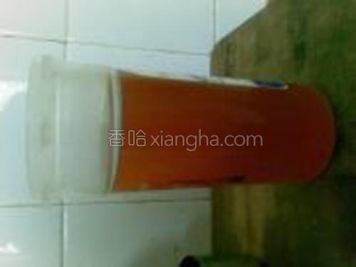 红茶泡开,加入砂糖和柠檬汁,就可以了,味道和康师傅的一个样,就是少了添加剂。