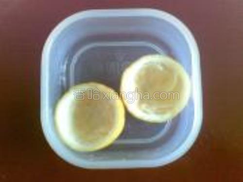 柠檬盏,榨柠檬汁剩下的那个皮。