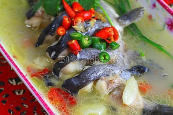 大蒜泡椒焖鲇鱼的做法