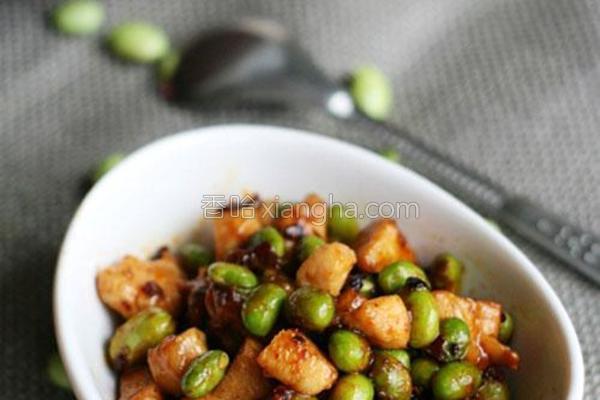 香辣毛豆鸡丁的做法