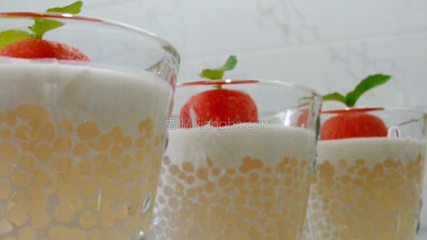 椰汁西米冻