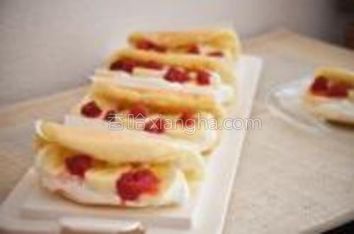 鲜奶油 15g砂糖打发,裱入卷饼内侧,夹入喜欢的水果。