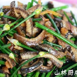 韭菜花炒鳝丝的做法[图]