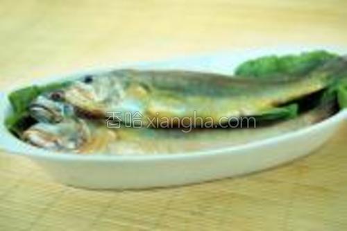 椒盐干炸小黄鱼的原料图片。