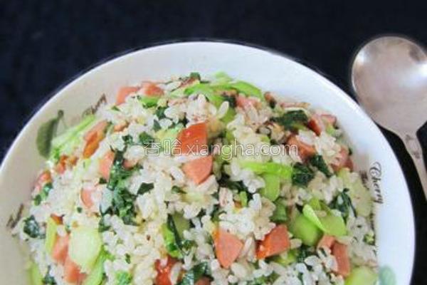 脆皮肠青菜炒饭的做法