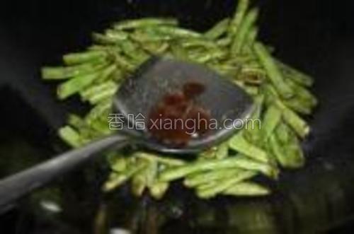 最后放入蚝油炒至出锅即可开吃。