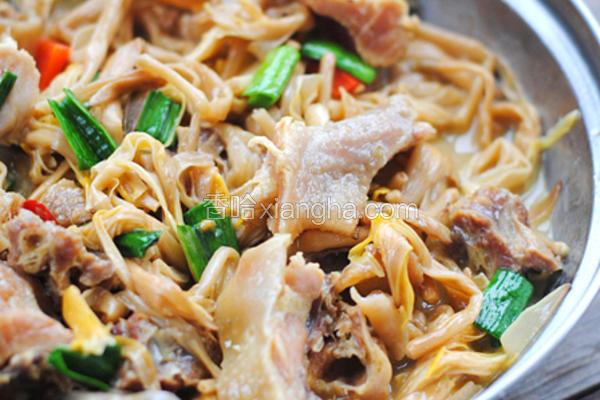 咸鸡黄花菜煲