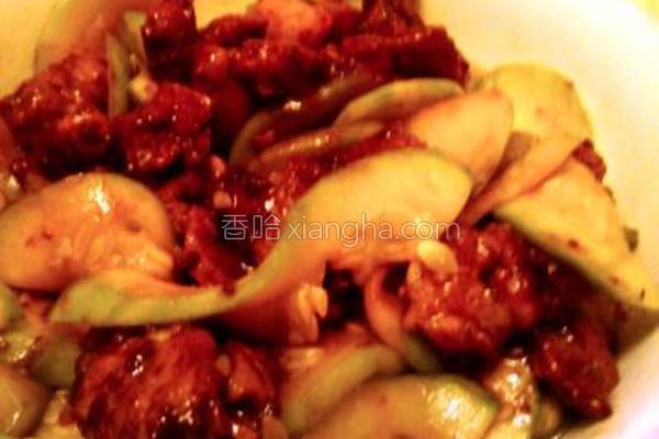 云南小瓜炒酱肉的做法