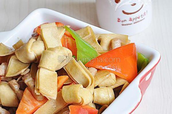彩椒炒豆腐皮结的做法