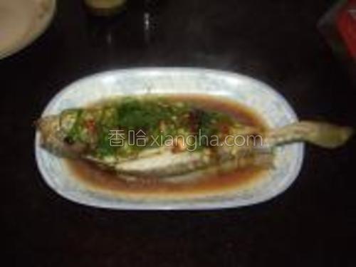 洗净锅,把适量油放锅里烧热【这个图片省略了】淋在蒸好的鱼身上就可以了。