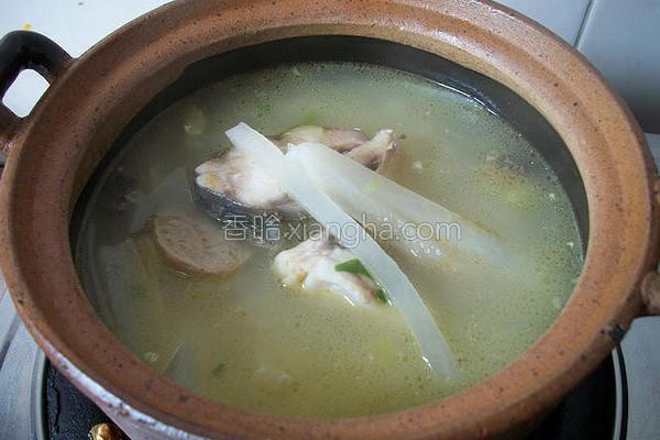 萝卜丝生鱼汤的做法