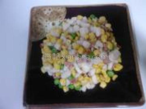 这道缤纷鱼米就完成啦,口味鲜香甜糯。