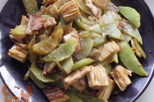 腐竹莴荀炒肉的做法