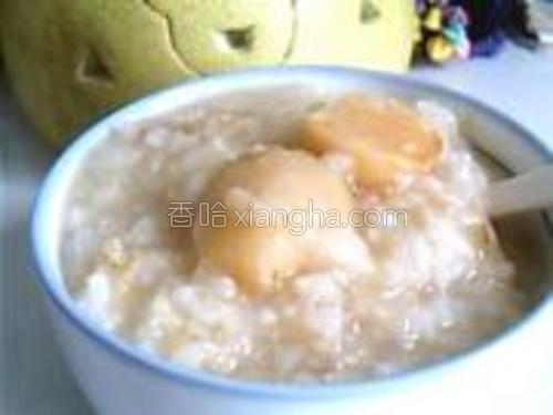加入小米、大米、蔓菁。开始煮吧……煮半个小时,就可以拔掉电源了。