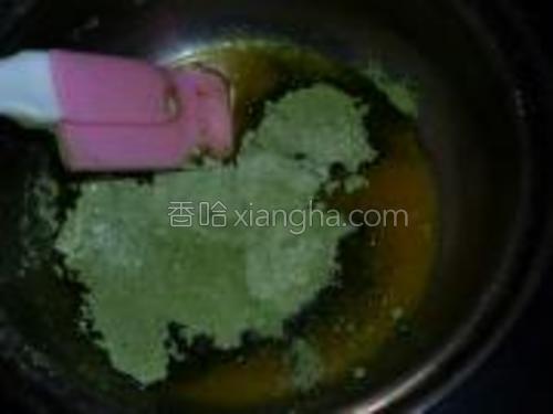 筛入低粉和抹茶粉,略拌匀
