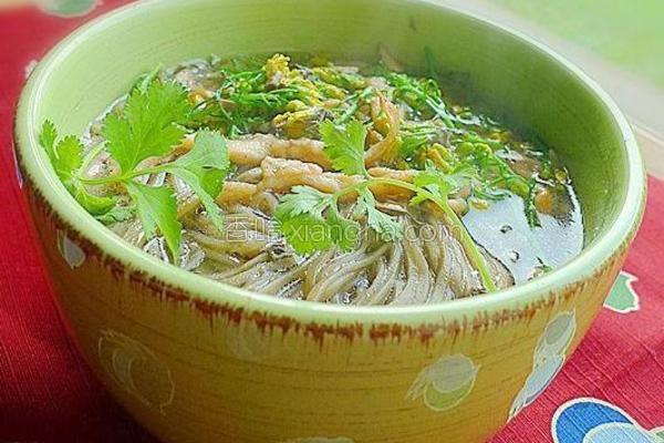 鸡丝香椿荞麦面的做法