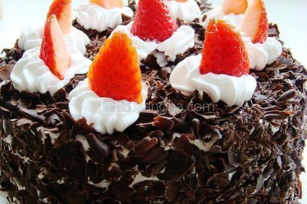草莓黑森林蛋糕的做法