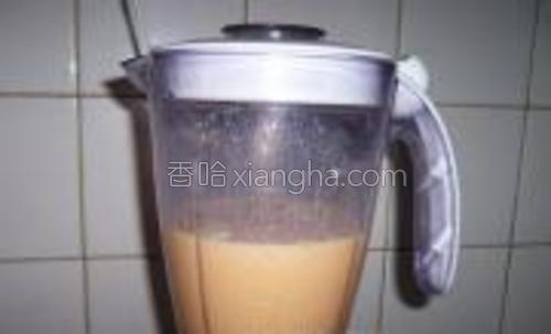 搅拌成芒果布丁液。