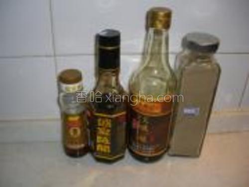 加香油、醋、酱油、胡椒粉拌匀即可。