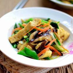 芹蒜香菇豆腐丝的做法[图]