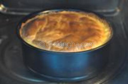 蛋糕放入预热好的烤箱160度,1小时。