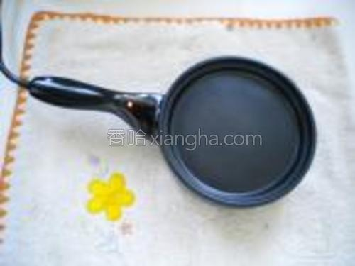 我用的是电煎锅,平时煎蛋用的,大小很合适做铜锣烧。
