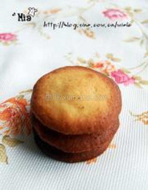 看小饼干四周微微有点咖色即可,根据每个人的烤箱情况而定哦~