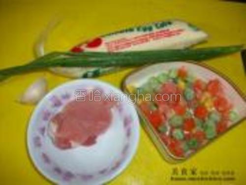 原料:玉子豆腐鸡蛋葱蒜米小葱什锦豆