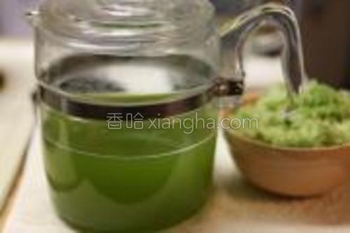 撇去浮沫,放冰箱冷藏,关于分层的西瓜汁将会发在日志中。