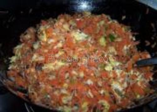 加入适量的盐和鸡精香油搅拌均匀。