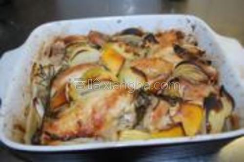 烤箱预热175度。将腌制好的鸡放入烤箱,烤35-40分钟即可。
