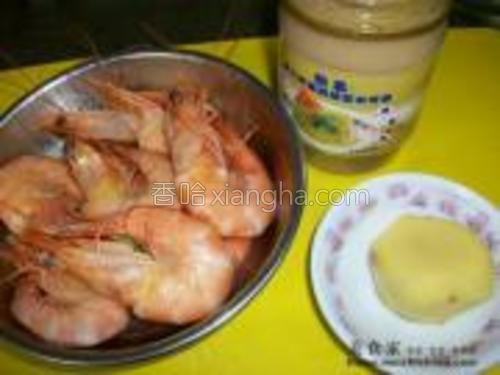原料:<br/>虾(焯水过的)<br/>调味料:姜茸姜丝