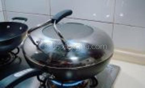 最后盖上锅盖用中火焖制10分钟。