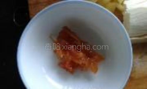 蜂蜜柚子皮,是我以前做好的放在冰箱里,这个柚子皮很香的