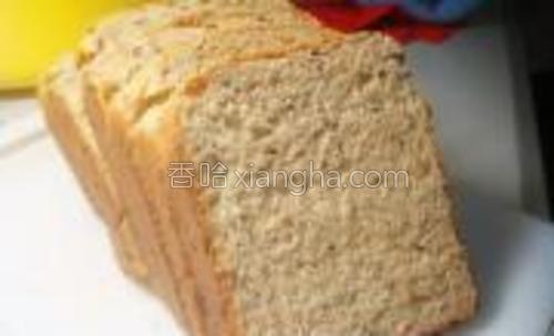 切成均匀厚薄的片,可以配上豆浆当早餐,美味有营养。