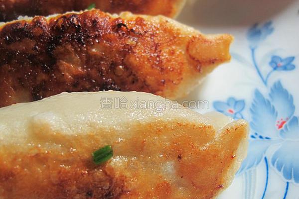 圆白菜鲜肉锅贴的做法