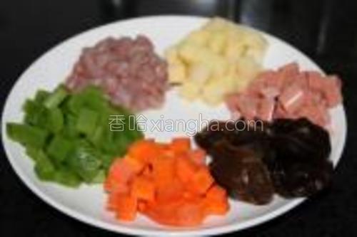准备的配料<br/>蔬菜可以自由选择。