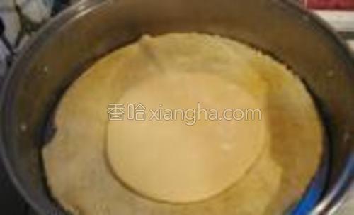 放入蒸锅中盖盖,水开,蒸10分钟左右。